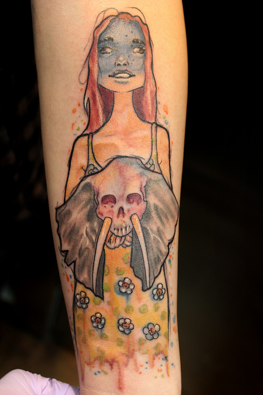 Tattoo watercolor lady with skull